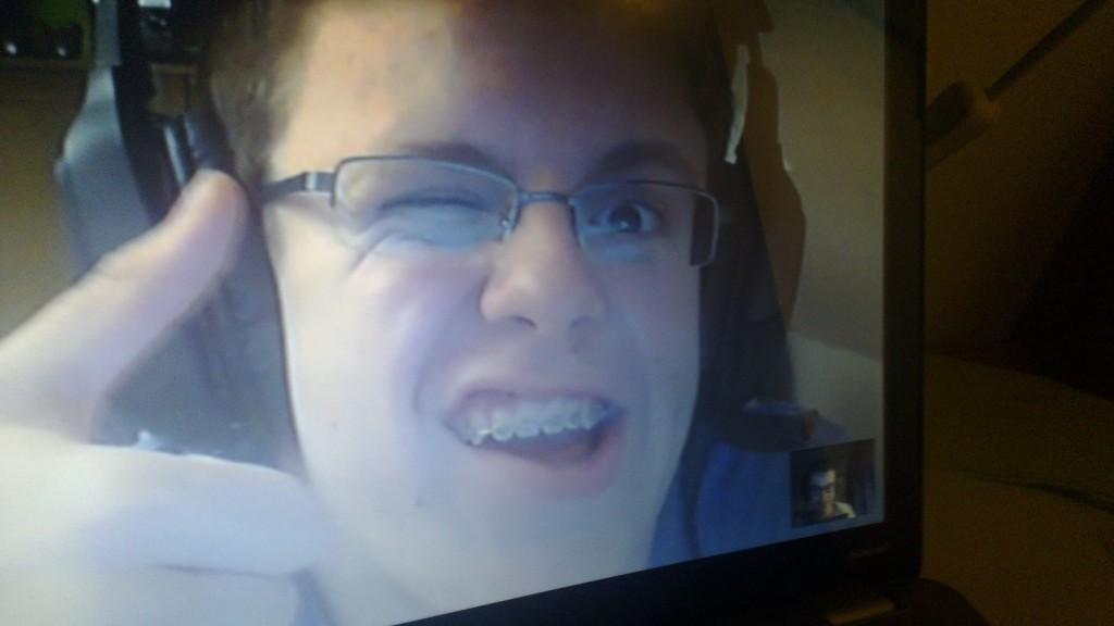 Pascal, mein Bro, sieht auch via Skype wunderhübsch aus.